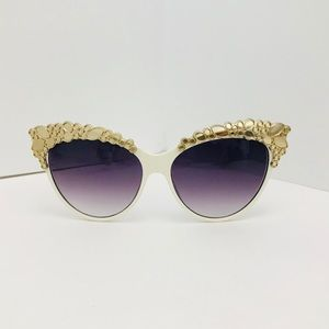 ❤️BOGO❤️New Gold/White Oversized Cat Eye